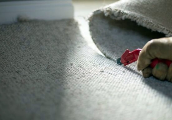 Как быстро и аккуратно снять старый ковролин с пола