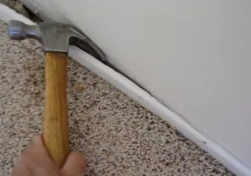 demontazh-plintusa