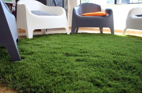 Пушистый, зеленый и мягкий, как настоящая зеленая трава