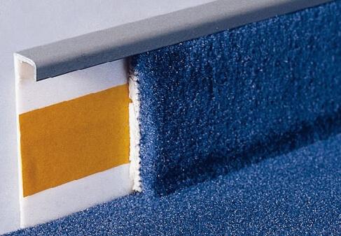 Специальный плинтус для ковровых покрытий