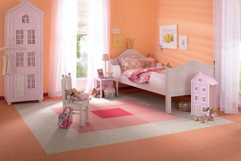 Розовые оттенки ковролина понравятся девочке