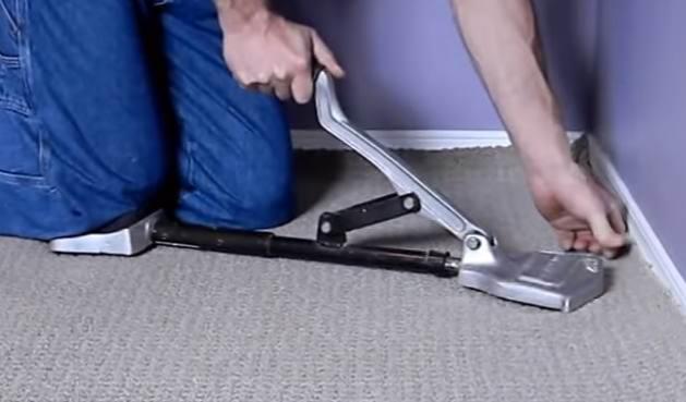 Натяжка покрытия с помощью специального инструмента