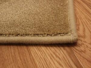 Обшитые края коврового покрытия